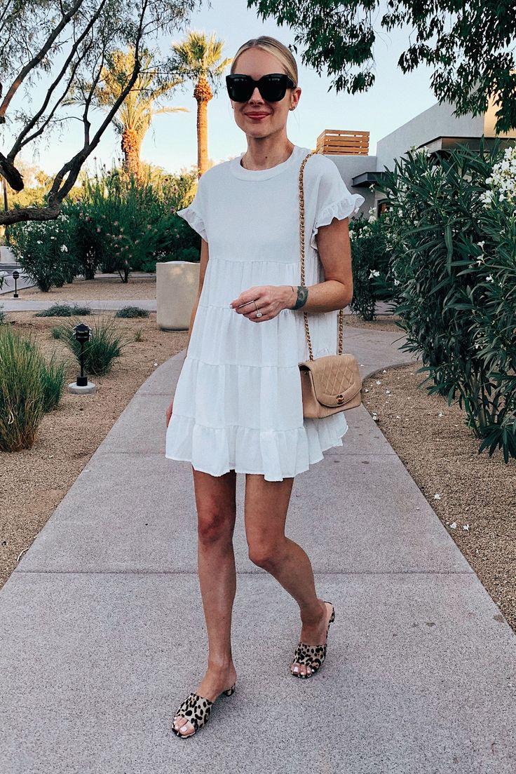 Mode Jackson draagt Amazon Fashion White zomerjurk Leopard sandalen