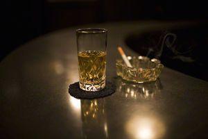 アルコールやタバコはテストステロンの生成を妨げる