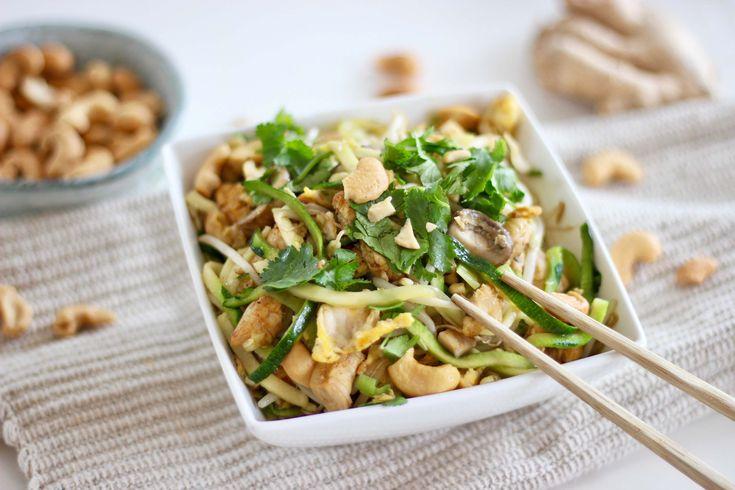 Oosterse courgette noodles met roerei en champignoins