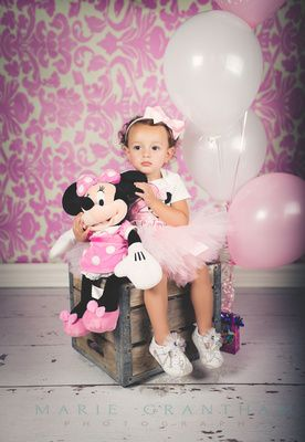 Minnie Mouse Birthday! Photo Session! Lots of Super cute ideas!  Las Vegas Child Photographer   Family Photographer  www.mariegranthamphotography.com