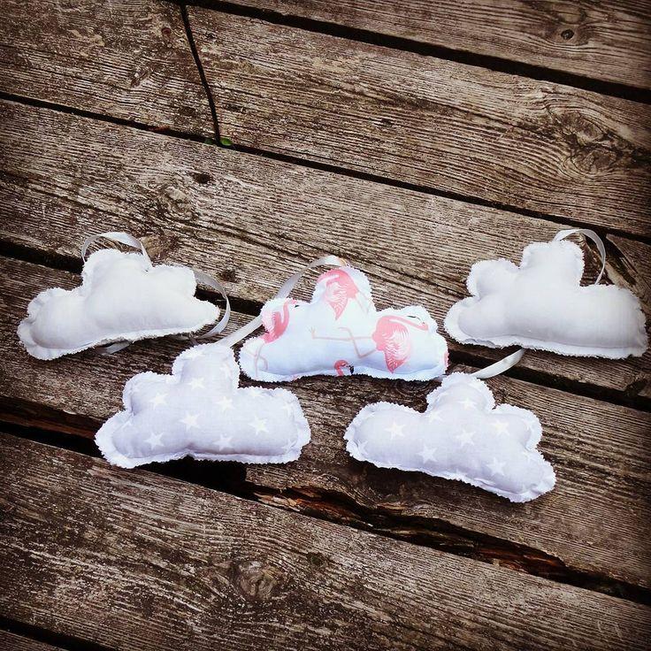 Na dobranoc bujamy w oblokach☁☁ Chmurkowa girlanda - szary,  gwiazdkowy szary i flamingi #mamuki #handmade #homedecor #homedesign #decoration #decor #recznierobione #recznarobota #szycie #kidsroom #forkids #kidsdecor #kidsdecoration #dladzieci #dzieciecypokoj #dladzieciakow #dekoracje #pokojdziecka #ozdoby #wyprawka #instamama #instababy #cloud #clouds #chmura #chmury #girlanda