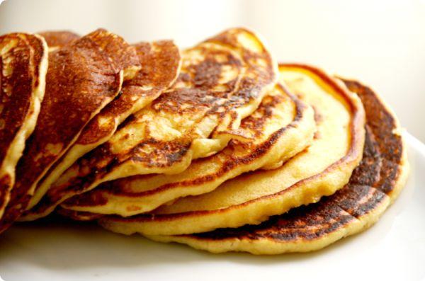 Tortitas para desayunar o merendar  150gr de harina 1 cucharadita de sal 30gr de azúcar 50gr de mantequilla (yo las sustituyo por 2 cucharadas de aceite de girasol) 1 cucharada de levadura Royal 2 huevos 200gr de leche
