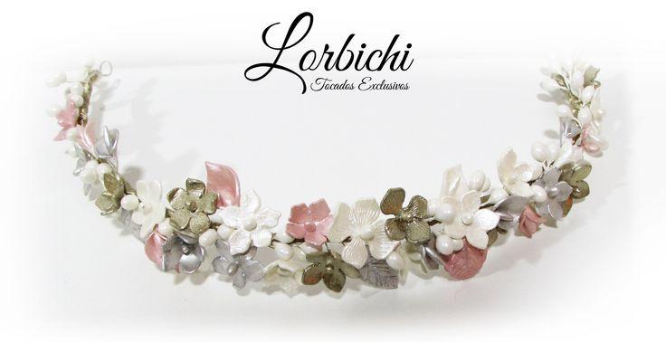 Media tiara de flores de porcelana de 32 cm, en rosa palo, nácar, dorado champán…