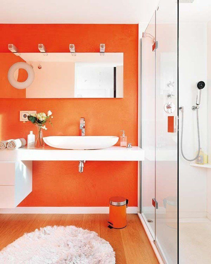 idée couleur salle de bain orange, cabine de douche, vasque à poser, tapis blanc sympa