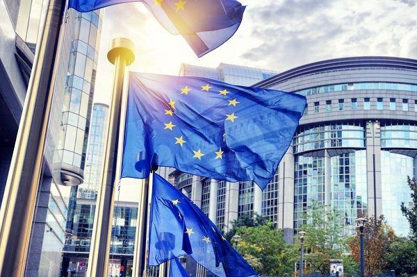 """""""O QUE QUEREM OS CIDADÃOS DA UNIÃO EUROPEIA?""""  O próximo Debate CD IEEI realiza-se no dia 19 de janeiro [sexta-feira] pelas 18h00, no Centro Nacional de Cultura.  Entrada livre."""