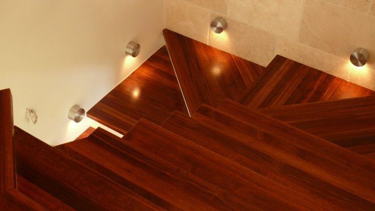 Současným trendem v sektoru masivních podlah jsou bezpochyby podlahy z exotických dřevin. Oproti  u nás běžným druhů dřevin ( dub, buk, javor, jasan ) mají několik předností. Hlavní výhodou jsou jejich vlastnosti. Většina exotických dřevin vyniká svoji tvrdostí http://podlahove-studio.com/content/15-exoticke-podlahy