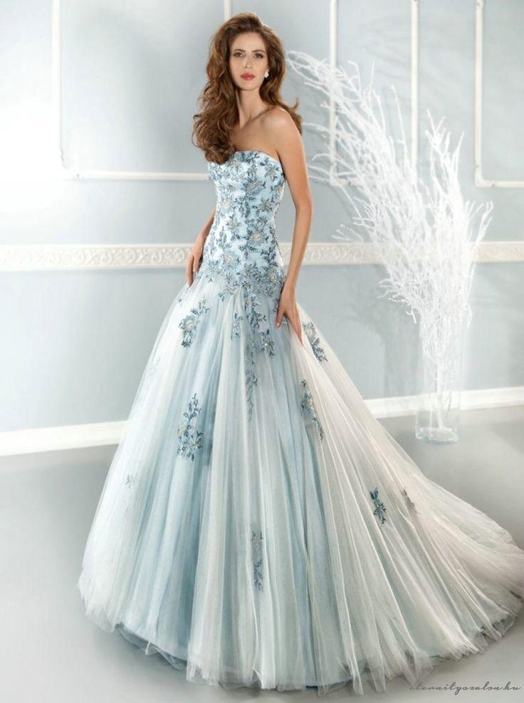 April Blue esküvői ruha