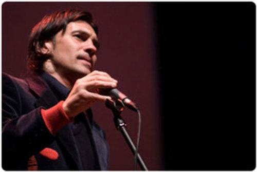 John De Leo dal Vivo allo Spazio Teatro 89 - A grande richiesta, torna ad esibirsi a Milano la voce pi� interessante della scena musicale italiana: John De Leo...