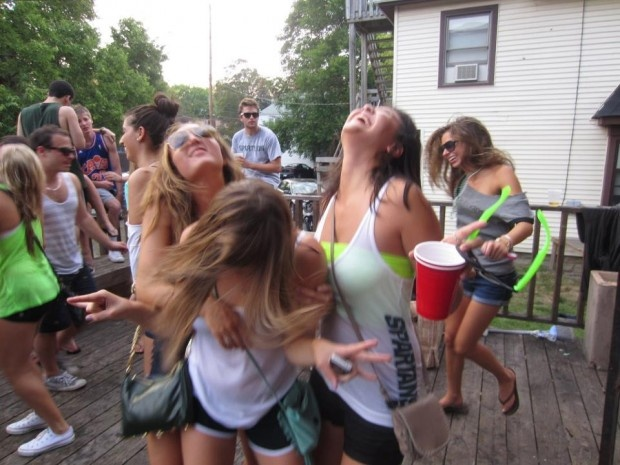 Survivor:the drinking game: Sorority Colleges, Drinking Games, Drinks Games, Games Outside, Survivorth Drinks, Diy Games, Colleges Town, Adult Games, Games Drinks