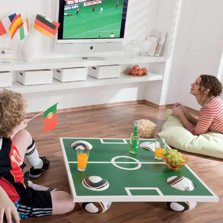 Fußball-Couchtisch für die WM - selbst gebaut. Mit Bauplan.