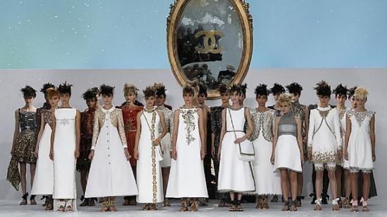 Coleção de Karl Lagerfeld para Chanel exala a modernidade do século XVIII