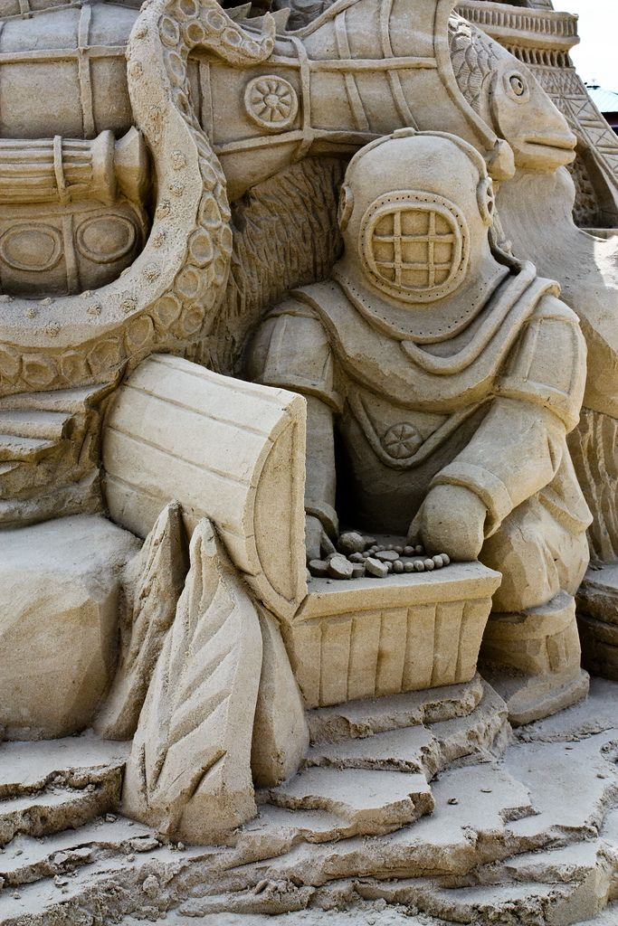 Such wonderful, intricate detail in this unique diver-themed sand sculpture, as seen in Cape Canaveral, Florida.  #sandcastle #travel #sandsculpture