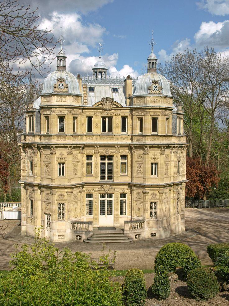 The castle of Monte Cristo's famous writer Alexander Dumas in Le Port-Marly, Yvelines, France.  Le château de célèbre écrivain de Monte-Cristo Alexandre Dumas dans Le Port-Marly, Yvelines, France