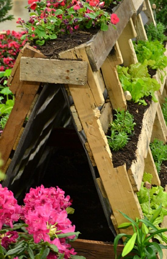 Double sided pallet herb garden. Most single sided pallet gardens contain dirt throughout the whole pallet (such as this), the above pallet planter has wood shelves below the crossbars to contain the dirt in boxes. buffalo-niagaragardening.com