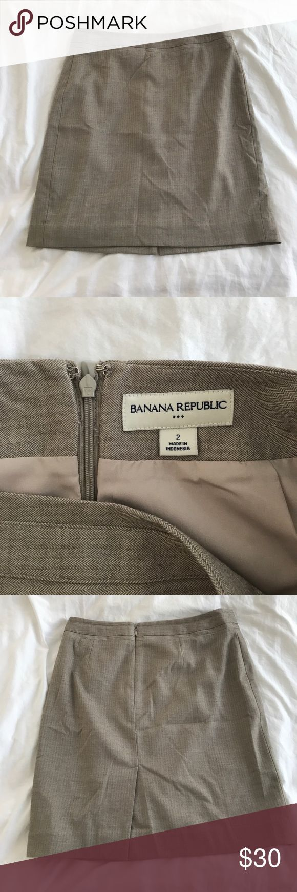 Banana Republic Size 2 khaki pencil skirt Necessary skirt for business casual days at the office. Size 2 from Banana Republic. Zipper in the back. Double lining, materials are as photographed. Worn lightly. Questions?! ✨ Banana Republic Skirts Pencil