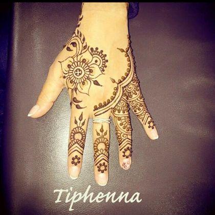 Beautiful Flower Pattern Chic Style Mehndi Design