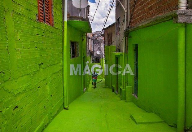 """Deux nouveaux mots ajoutés au projet """"Luz Nas Vielas"""" par Boa Mistura - Journal du Design"""