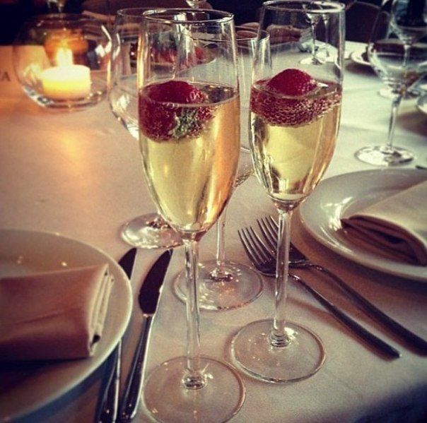 Жгите свечи, пейте вино, кушайте из красивой посуды, не копите хлам. Носите нарядное белье и никогда, НИКОГДА — не ждите особого случая. Жизнь обрывается в одно мгновение. Живите - сегодня!