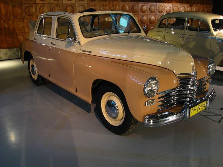 """ГАЗ-М20 «Победа» — советский легковой автомобиль, производившийся на Горьковском автомобильном заводе в 1946—1958 годах. Первый советский легковой автомобиль с несущим кузовом и один из первых в мире крупносерийно выпускавшихся с кузовом полностью понтонного типа — без выступающих крыльев и их рудиментов, подножек и фар. Серийный выпуск автомобилей «Победа» начался 28 июня 1946 года. ГАЗ М20/   Победа в кузове кабриолет (1949-1953гг.)   Autoville - """"скромное очарование буржуазии"""" - Pos1t1ve"""