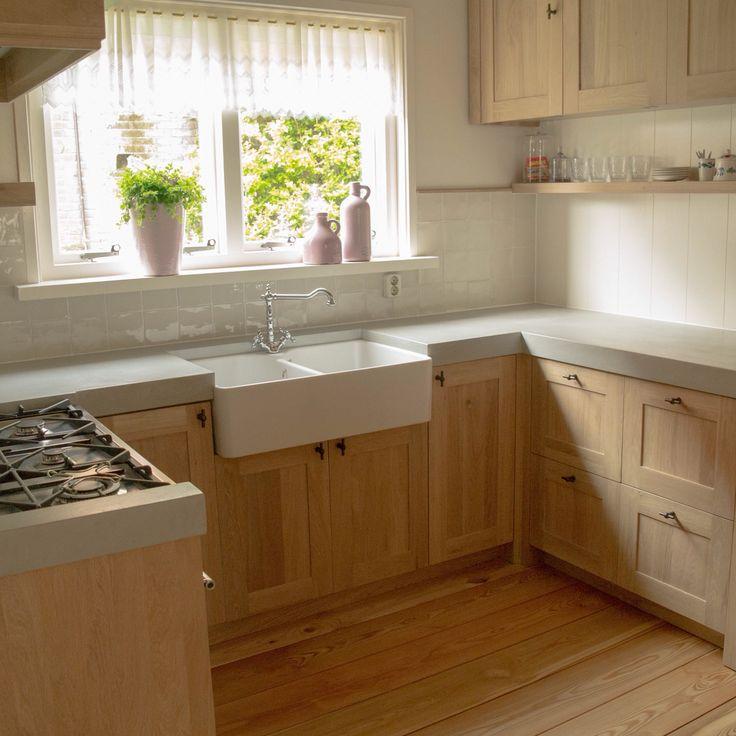 Eikenhouten Keuken Op Maat : Eikenhouten keuken op maat gemaakt met paneeldeurtjes, betonlook