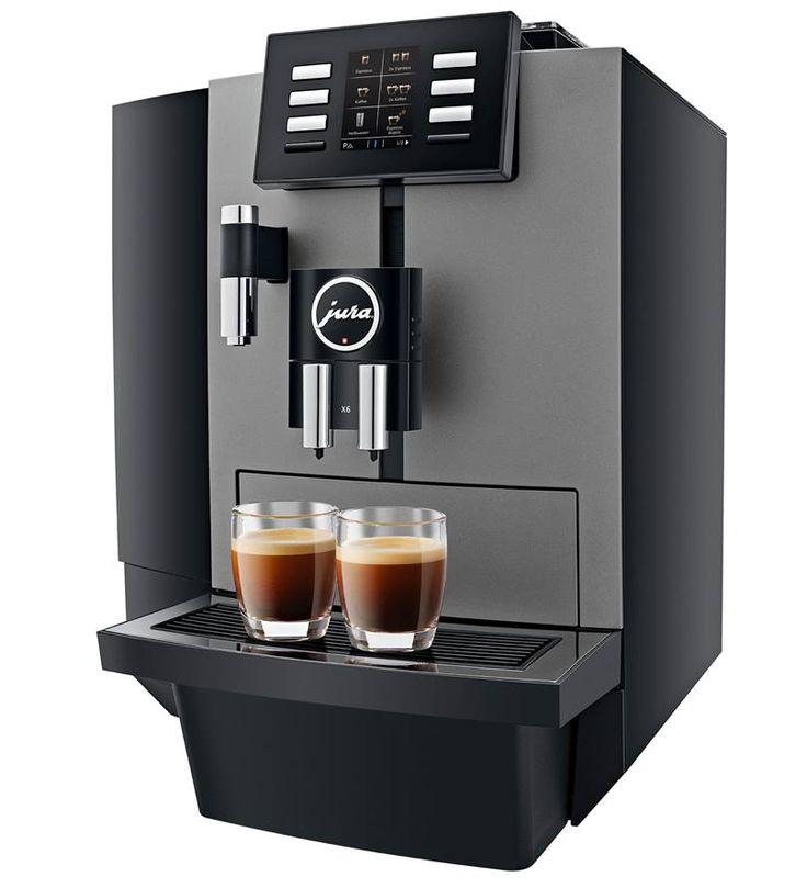 """Solidny, w pełni automatyczny ekspres do zaparzania czarnej kawy i wody na herbatę - model X6 renomowanej marki Jura. Model wyposażony w innowacyjny młynek Aroma G3, który doskonale mieli ziarna kawy. Ekspres idealny do biura, przestrzeni """"open-space"""", kawiarni oraz pensjonatu."""