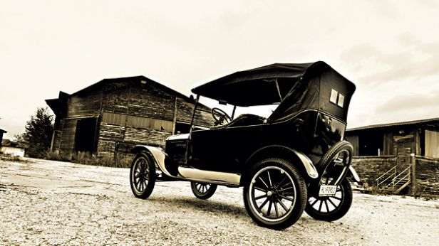 Ford Model T  http://www.autorevue.at/classic-cars/ford-model-t-1908-oldtimer-gebrauchtwagen-test.html