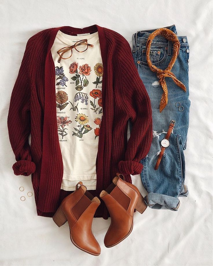 Sucker for a good T-shirt & cardigan combination! HisThis botanical t-shirt is a favorite of