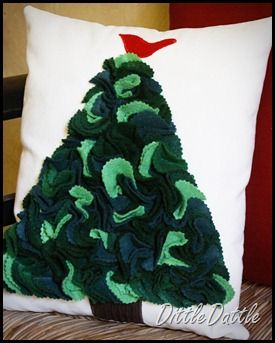 Christmas Tree Cushion by dittleddattle. Hey, I could do this.