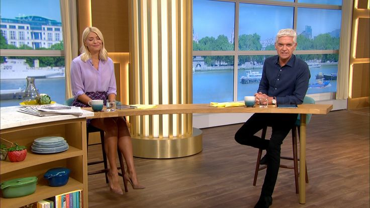 ImageBam in 2020 | Eamonn and ruth, Holly willoughby ...