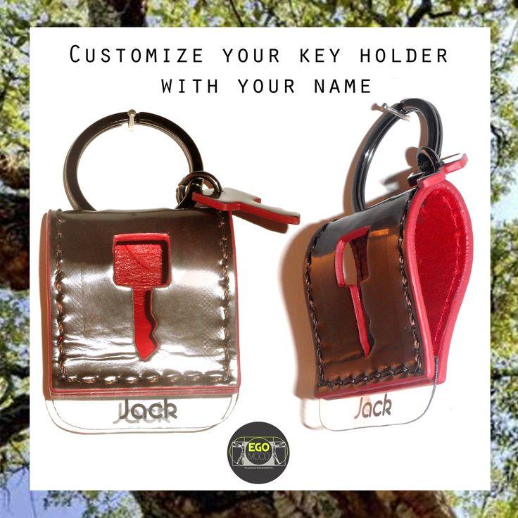 one of two leather personalized with namekeychain / uno dei due portachiavi in pelle personalizzato con il nome #sanvalentin #gift #sanvalentino #idearegalo #portachiavi #regalo personalizzato #love #keychain