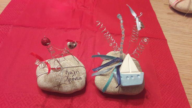 Γούρια πέτρα με σύρμα και διακοσμητικά στοιχεία