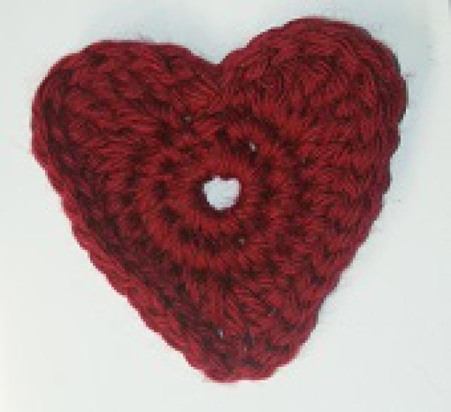 10 #Crochet Heart Patterns for Valentine's Day: Crochet Heart Applique