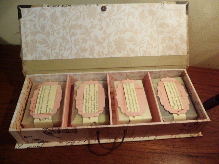 Caja con cuatro jabones