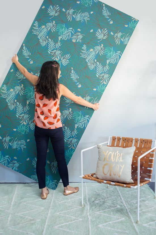 Wallpapering for Renters ~~ this is kind of brilliant! #decor #diy