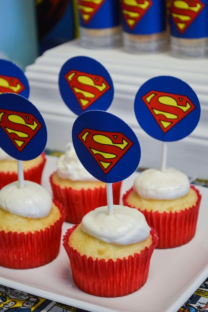 Cupcakes at a Superman Party #superman #partycupcakes                                                                                                                                                                                 Más