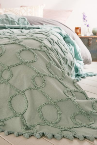 Plum & Bow Lovona Tufted Coverlet - Urban Outfitters