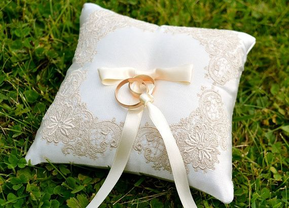 Bruiloft kussen ring kussen ring aan toonder door EmbroideryWorld7