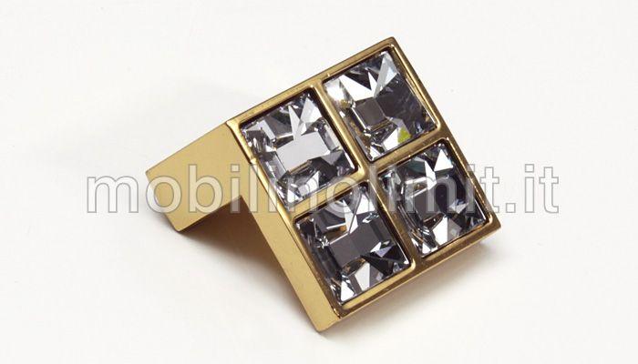 Pomolo Luxury 16 - Oro Lucido 4 Swarovski. Dimensioni: Larghezza 25 mm. Profondità 23 mm. Altezza 23 mm. Interasse 16 mm. (Distanza tra i 2 fori di ancoraggio) MADE IN ITALY