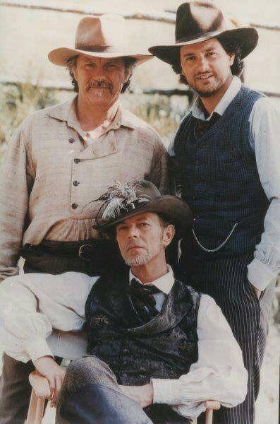 David Bowie, Harvey Keitel and Leonardo Pieraccioni, 1998 https://twitter.com/dark_shark/status/953914367849914368