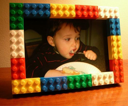 15 Cool Things to Make with LEGO - picture frames, vases, jewelry, wall art, and more....for the little boy in every man...