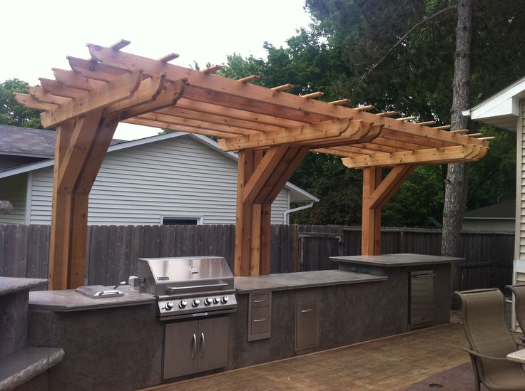Outdoor kitchen with cantilever pergola