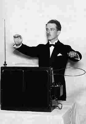 """1919, London, England, UK --- Professor Leo Theremin with his invention, one of the first electronic instruments, """"Music from the Ether"""", which has become known simply as a """"theremin"""". --- Image by � Hulton-Deutsch Collection/CORBIS"""