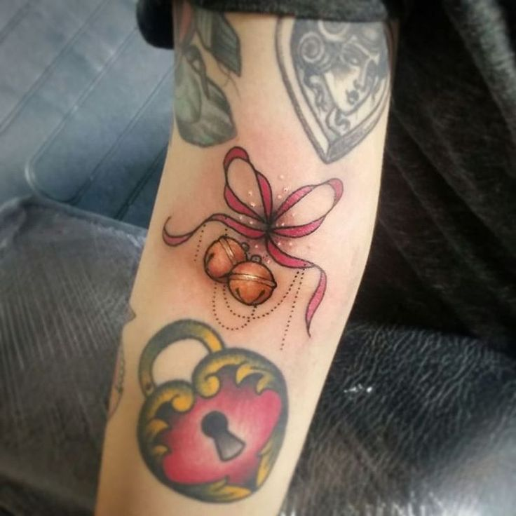 Lil bow-bell ditch filler for the super lovely Stef x Surrounding work is not mine #tattoo #bells #bowtattoo #neotraditional #cute #tattoosnob #thingsandink #ntgallery #ladytattooers #uktattoo #plymouth #instagood