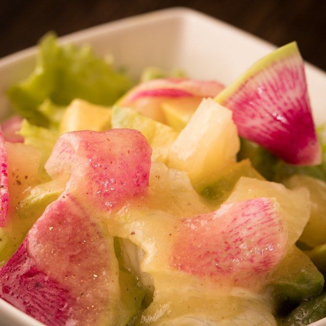 こんばんは! 鋳物焼肉3136です(o^^o) . 酵素、、、体に良さそうですね! . 今からの紫外線ケアにも酵素をたくさん含むパイナップルは、いいそうです! . そのパイナップルやアボカドで美味しくて 体にもいいサラダです! . . #六本木 #完全個室 #鋳物焼肉 #表参道 #姉妹店 #韓国料理 #サムギョプサル #個室ランチ #肉フェス #同伴 #個室焼肉 #隠れ家 #マッコリ #大江戸線 #新大久保 #チーズダッカルビ #韓国 #韓国旅行 #肉  #ユッケジャンスープ #石焼ビビンパ #サーロイン #イチボ #酵素 #ディナー #記念日
