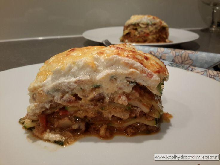 De lasagnevellen vervang je door gegrilde courgetteplakken die je eerst kort grilt, je krijgt dan een heerlijk voedzame courgette lasagne.