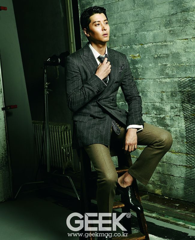 Marry Him If You Dare's Lee Dong Gun looks sharp and sexy in Geek