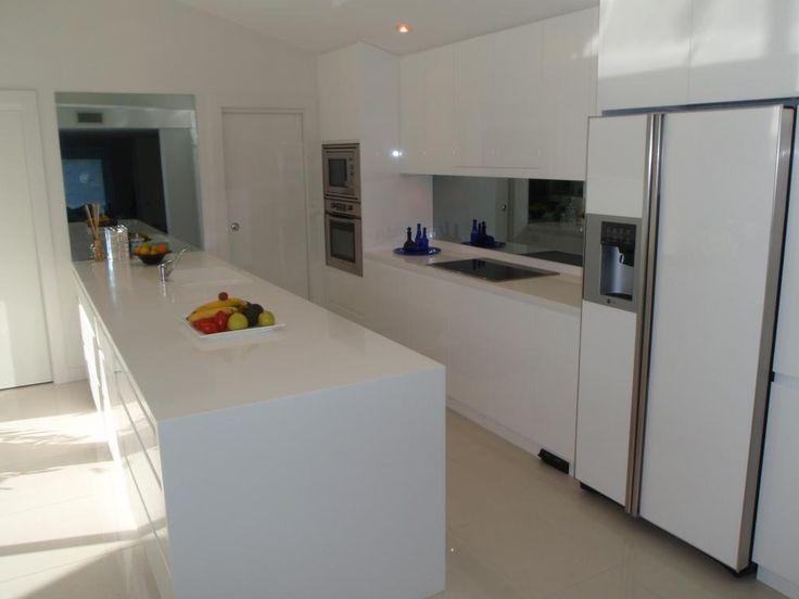 Polyurethane Kitchen With Shadow Line Handles Detail