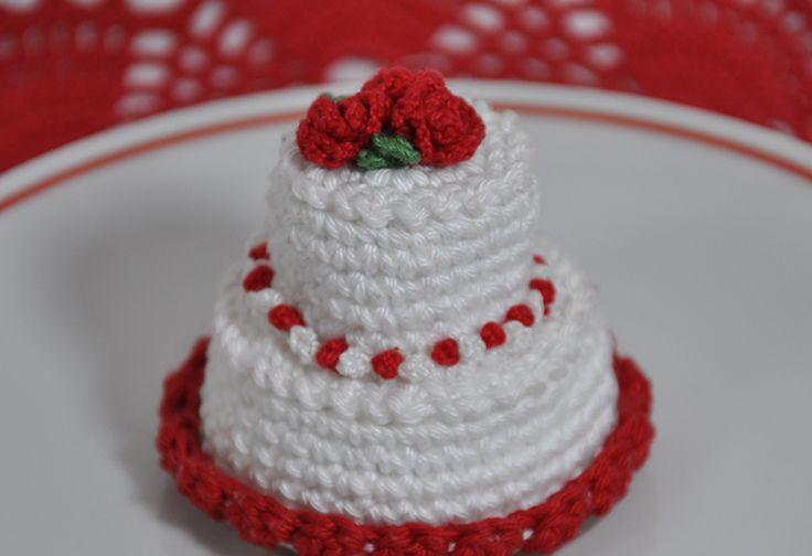 Segnaposto matrimonio mini wedding cake realizzata all'uncinetto. Con schema e foto passo passo per realizzare la mini torta segnaposto matrimonio uncinetto