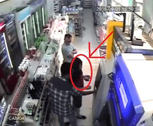 wanita ini menjadi korban penipuan di ATM, hati hatilah - http://sendaljelly.com/2016/02/wanita-ini-menjadi-korban-penipuan-di-atm-hati-hatilah.html