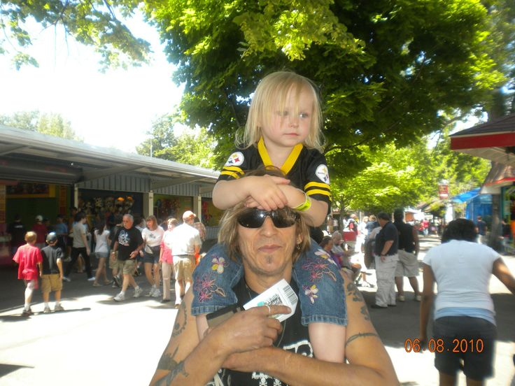"""DADDY AND HIS LITTLE GIRL SINGING,""""HEY LITTLE GIRL"""" (+playlist)"""